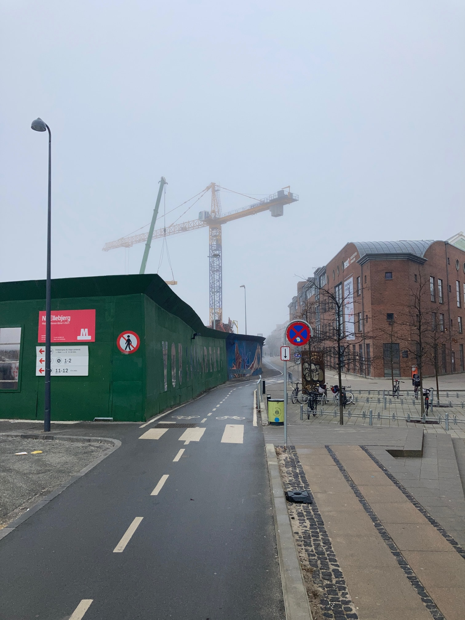 A view I know all too well, looking different in the morning mist. A long and winding road, fading away. Deserted. No entry sign on the Metro construction wall. Otherworldly construction cranes – something for Fellini.