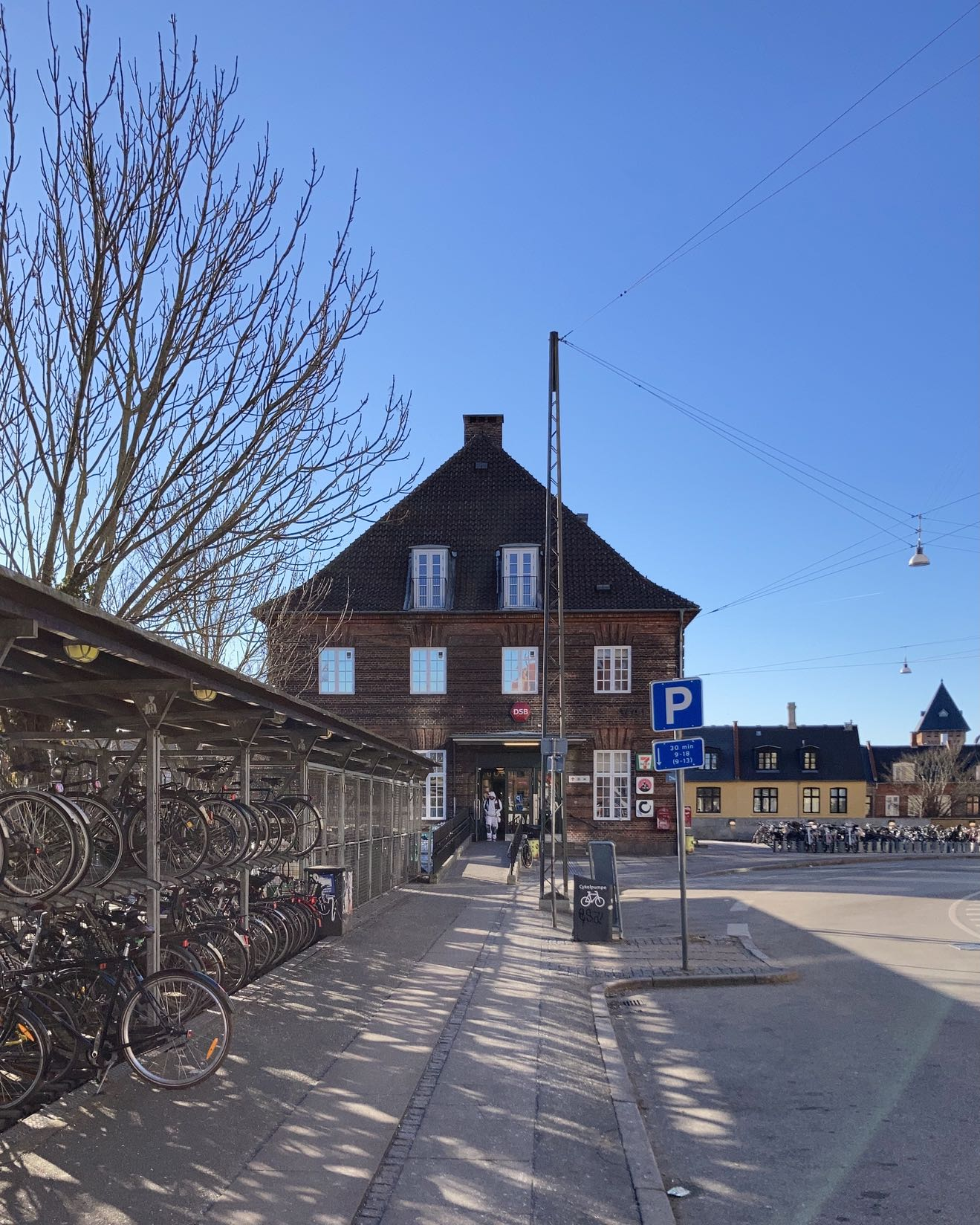 Valby Station – after dropping in to Impact Roasters to pick up some lightly roasted Saba. A bright, but cold afternoon.